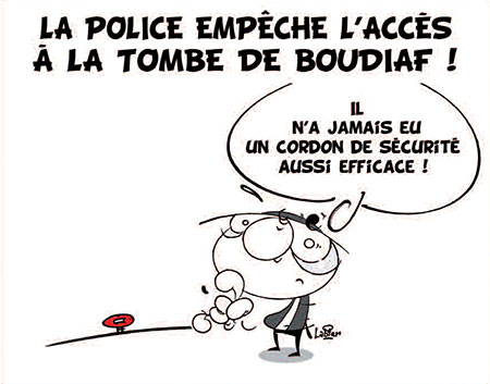 police empêche l'accès à la tombe de Boudiaf