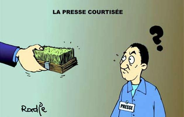 La presse courtisée